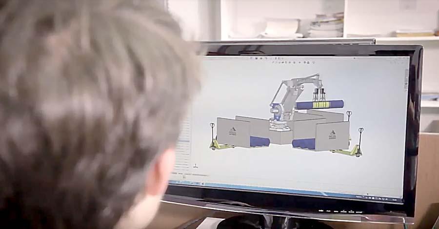 Homem fazendo o projeto da programação de uma máquina em uma fábrica de confecção.