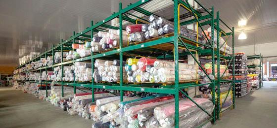 Estoque de uma fábrica, que visa ser crescimento da indústria têxtil.