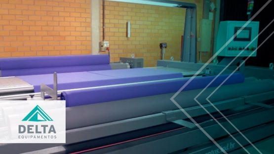 Máquina dentro de una empresa textil.