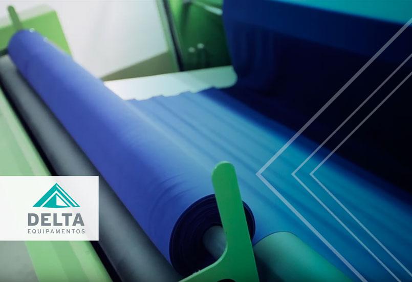 Relaxadeira têxtil, sendo utilizada no recebimento de matéria-prima.