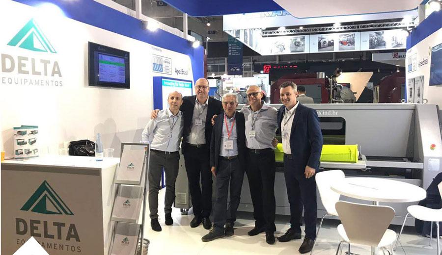 Parte da equipe da delta durante a ITMA 2019 em Barcelona.
